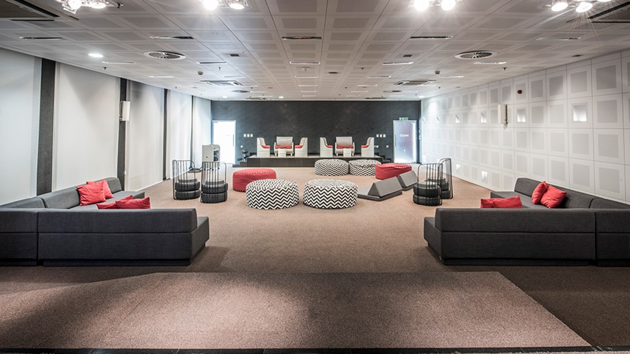 Adaptable conference room space for breakout gathering and presentations
