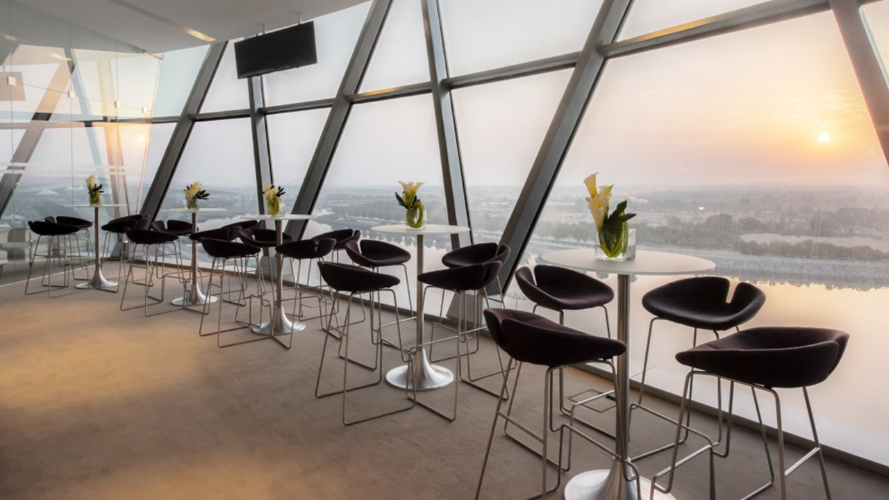 Stylish lounge tables with view over the water
