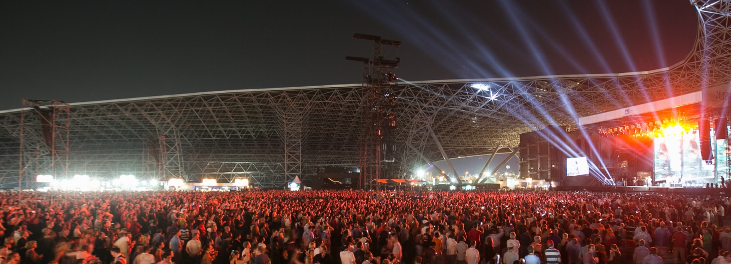 Hundreds of people at du Arena watching an After-Race Concert